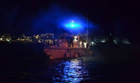 Οινούσσες: Έρευνες του Λιμενικού για τον εντοπισμό τριών Ελληνοαμερικανών μετά από ανατροπή βάρκας