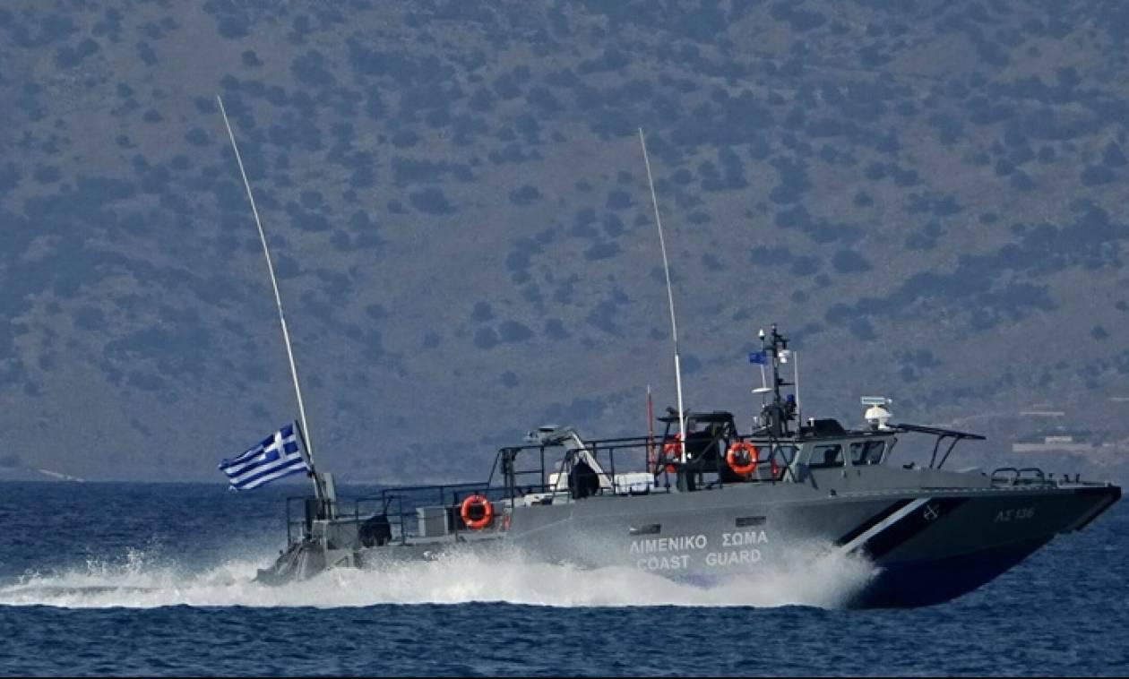 Ναυτική τραγωδία στις Οινούσσες: Ανετράπη βάρκα - Ένας νεκρός κι ένας αγνοούμενος