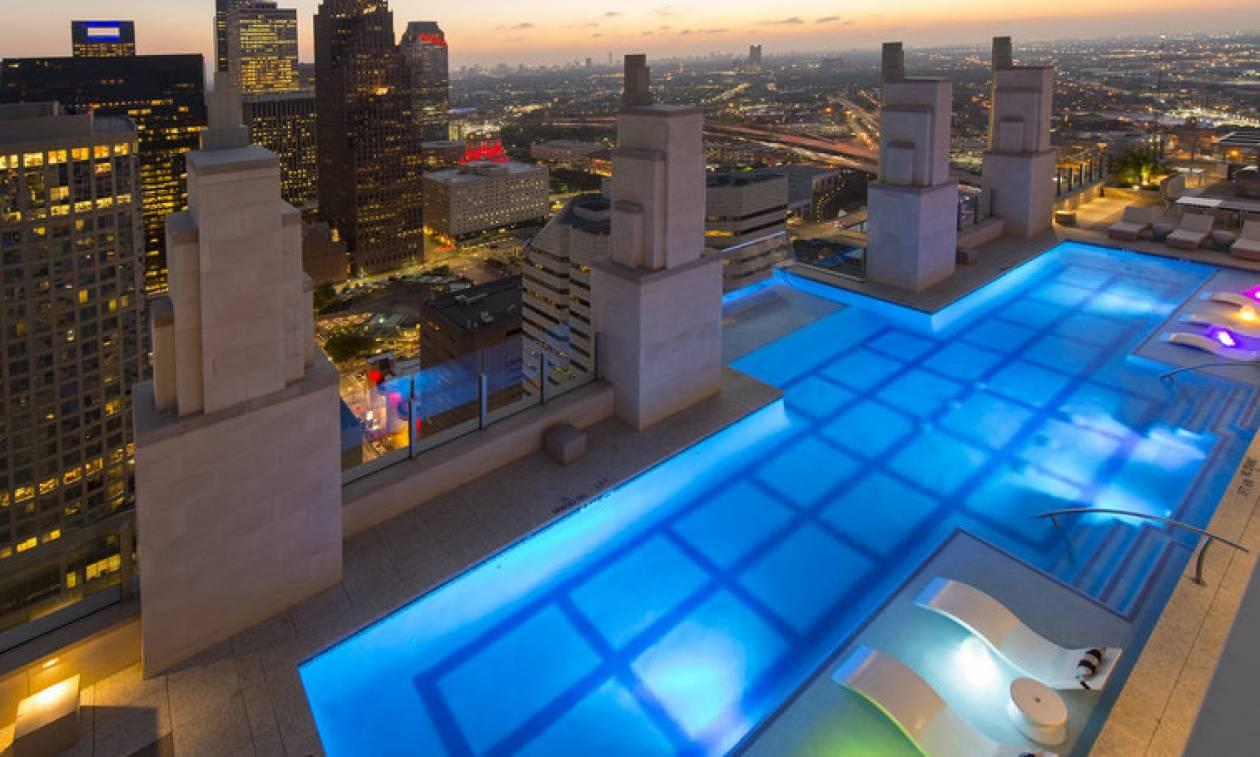 Είναι αυτή η πιο εντυπωσιακή πισίνα... μπαλκόνι του κόσμου; (vid+pics)