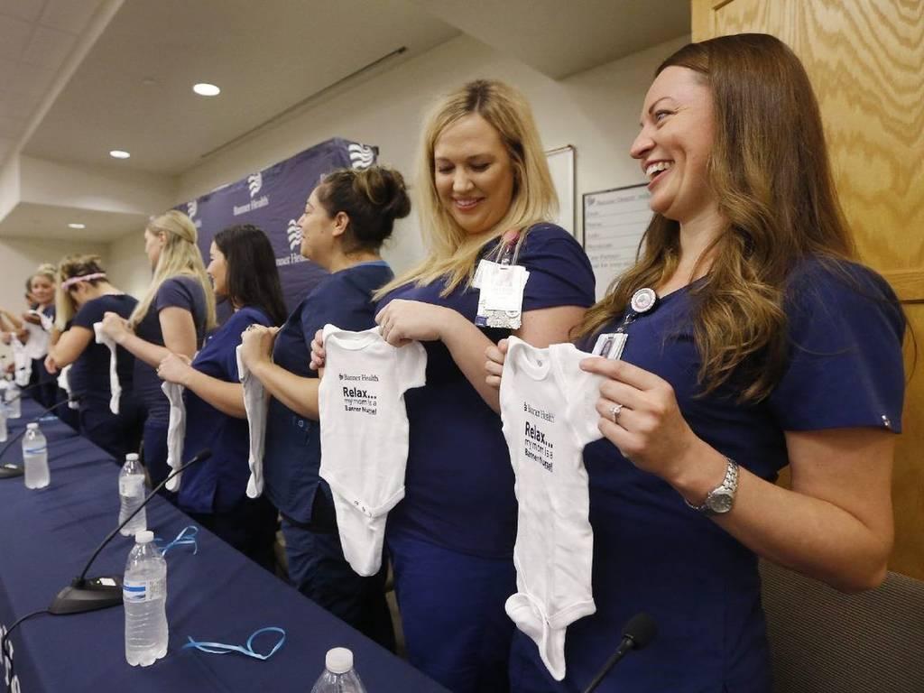 Ούτε συνεννοημένες! Ταυτόχρονη εγκυμοσύνη για 16 νοσηλεύτριες στην Αριζόνα (video&pics)