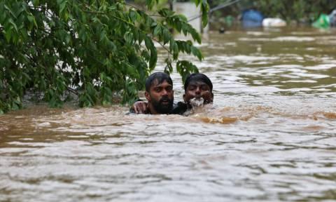 Χωρίς τέλος η τραγωδία στην Ινδία: Αυξάνονται συνεχώς οι νεκροί από τις «πλημμύρες του αιώνα»