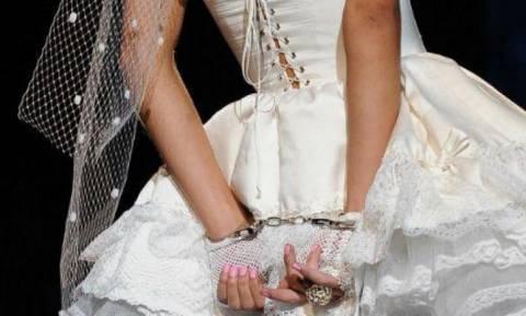 Κακός χαμός σε κυπριακό γάμο! Με αυτά που έκανε η νύφη, βρέθηκε με… χειροπέδες!