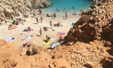 Κρήτη: Έπαθαν πλάκα με αυτό που τους πλησίασε σε διάσημη παραλία (vids+pics)