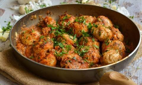 Η συνταγή της ημέρας: Κεφτεδάκια γαλοπούλας με σάλτσα ντομάτας και μοτσαρέλα