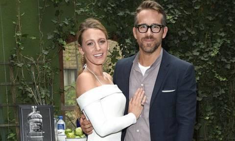 """Υπέροχοι: Δες τον Ryan Reynolds σε σπάνια εμφάνιση του, με την ενός έτους κόρη του και """"λιώσε"""""""
