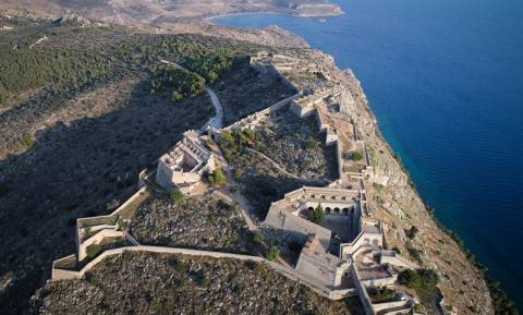 Η άφιξη Τούρκου που «ξεσήκωσε» το Ναύπλιο: Οι εικόνες που τράβηξαν τα βλέμματα όλων