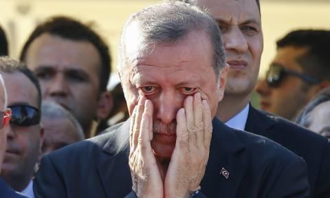 Ικέτης στα «πόδια» του Τραμπ ο Ερντογάν: «Σταμάτα τον οικονομικό πόλεμο. Αποφυλακίζω τον πάστορα»
