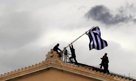 Bloomberg: Η Ευρώπη πρέπει να προχωρήσει σε πραγματική ελάφρυνση του ελληνικού χρέους