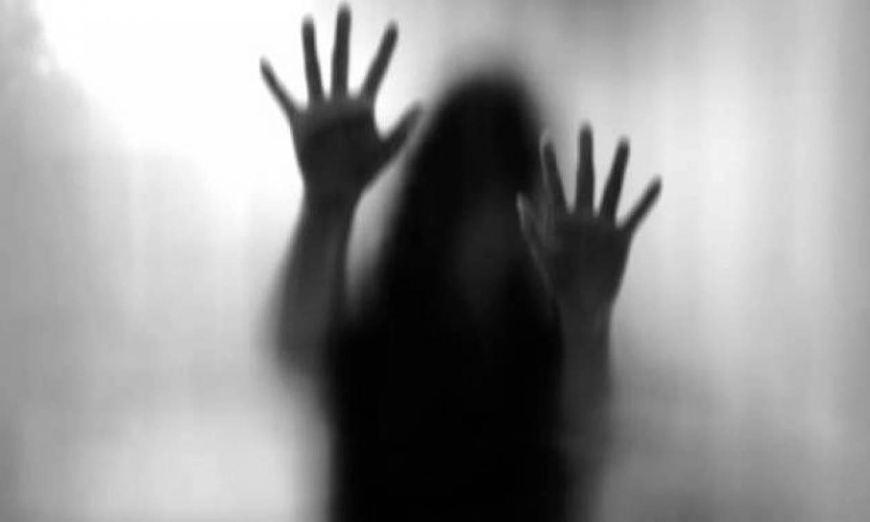 Οργή στην Ινδία: Έστησαν ενέδρα σε 8χρονο κοριτσάκι και αφού το βίασαν του έκοψαν τον λαιμό