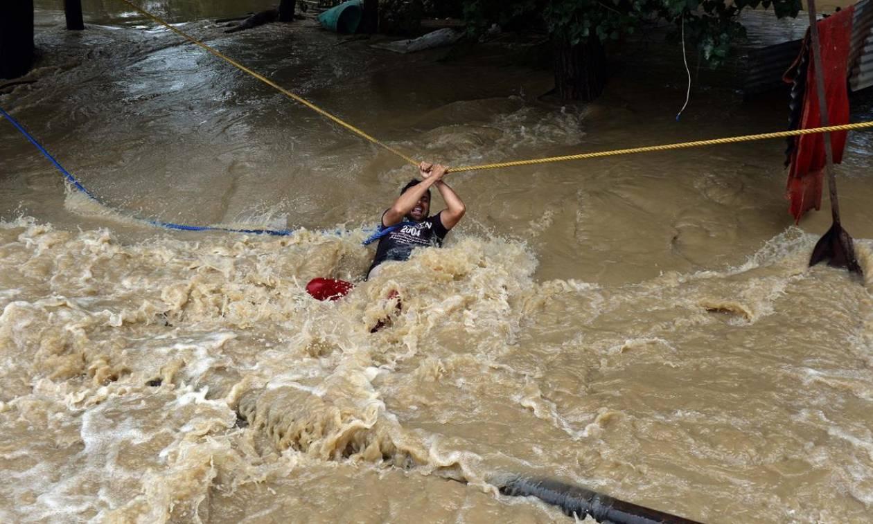 Τραγωδία στην Ινδία: 410 νεκροί από τις «πλημμύρες του αιώνα» και η βροχή συνεχίζεται (Pics+Vids)
