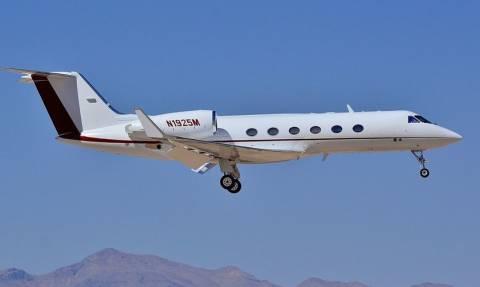 Τρόμος: Αεροσκάφος πραγατοποίησε προσγείωση χωρίς τροχούς - Διάσημος ράπερ ανάμεσα στους επιβάτες