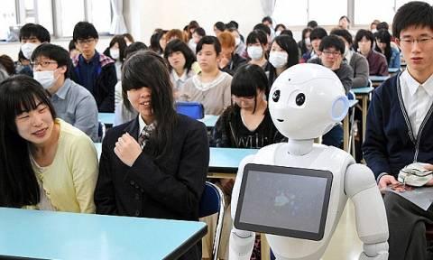 Φέρνουν εκατοντάδες ρομπότ για να διδάξουν αγγλικά γιατί τα βρίσκουν «σκούρα» με την προφορά