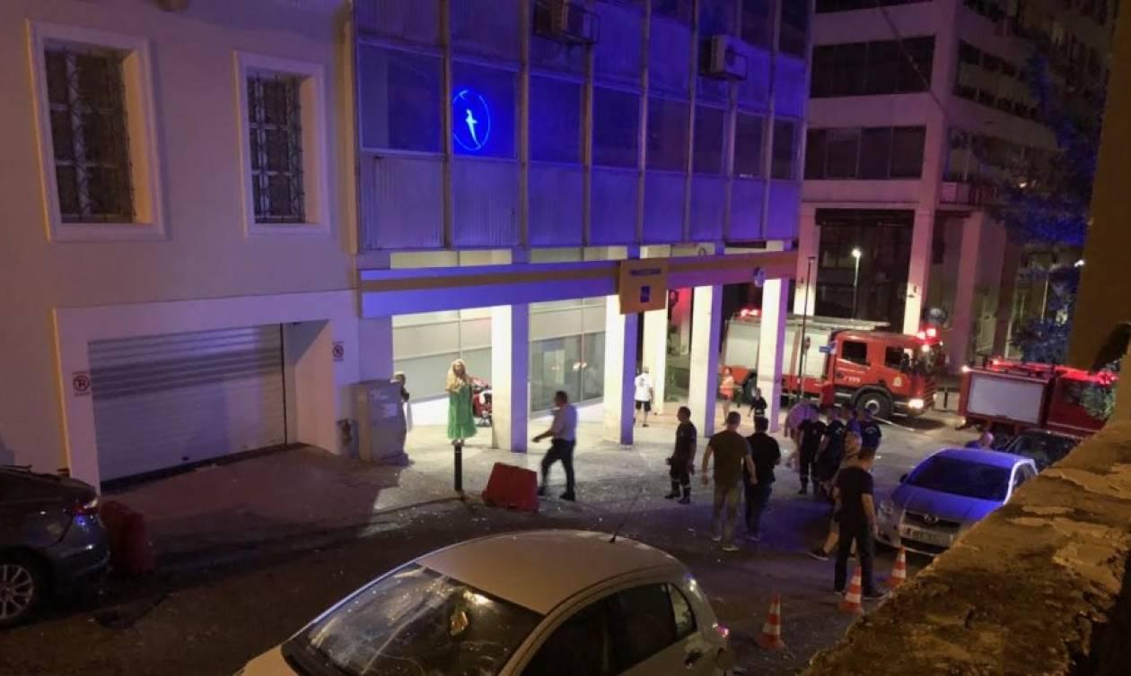Ισχυρή έκρηξη έξω από κτήριο στο κέντρο του Πειραιά