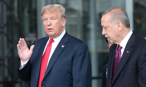 Ο άσσος στο μανίκι του Τραμπ: Πώς κρατάει στο χέρι τον Ερντογάν