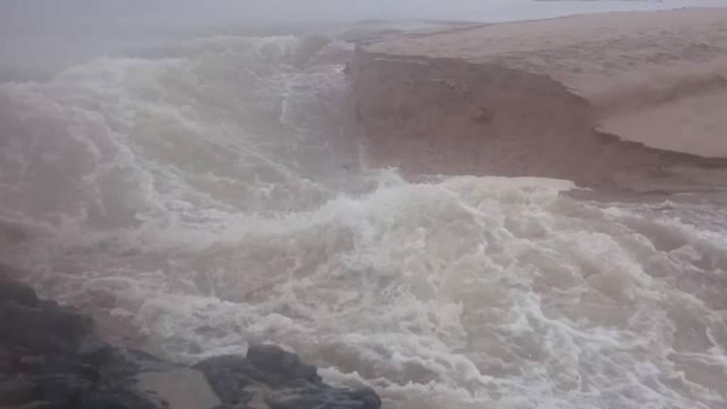 Η μοναδική στιγμή που ποτάμι δημιουργεί νέο κανάλι προς τον ωκεανό (vid)