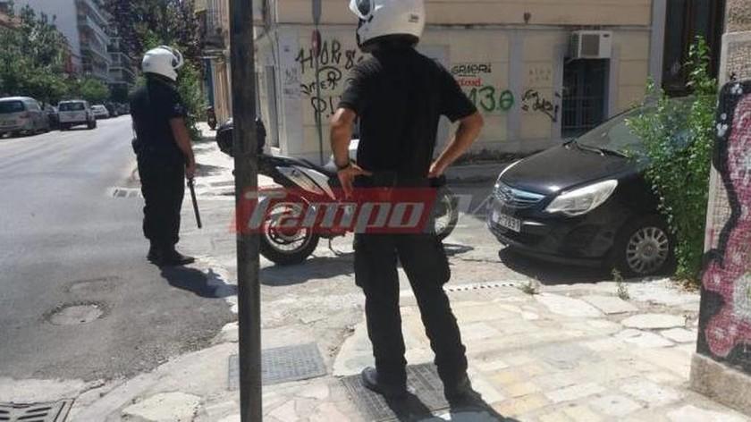 Συναγερμός στην Πάτρα: Άνδρας απειλεί να αυτοπυρποληθεί (pics-vids)