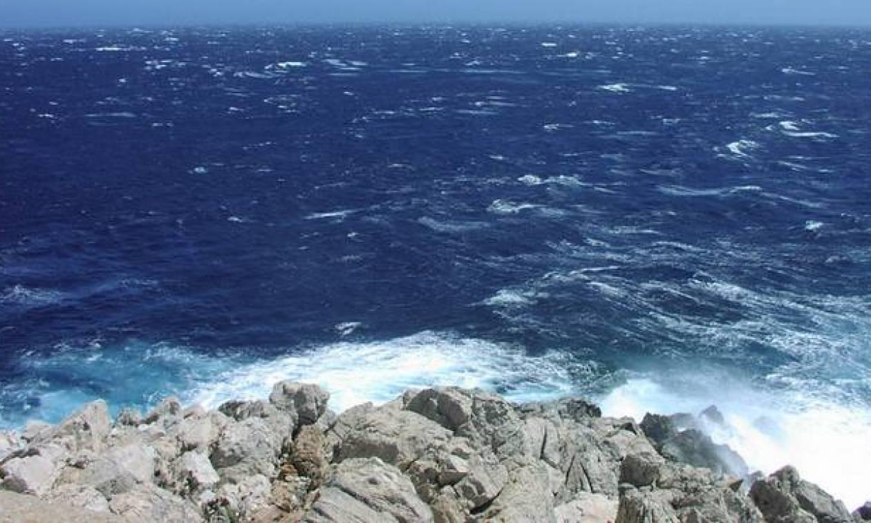 Καιρός ΤΩΡΑ: Λιακάδα, ζέστη και μελτέμια στο Αιγαίο