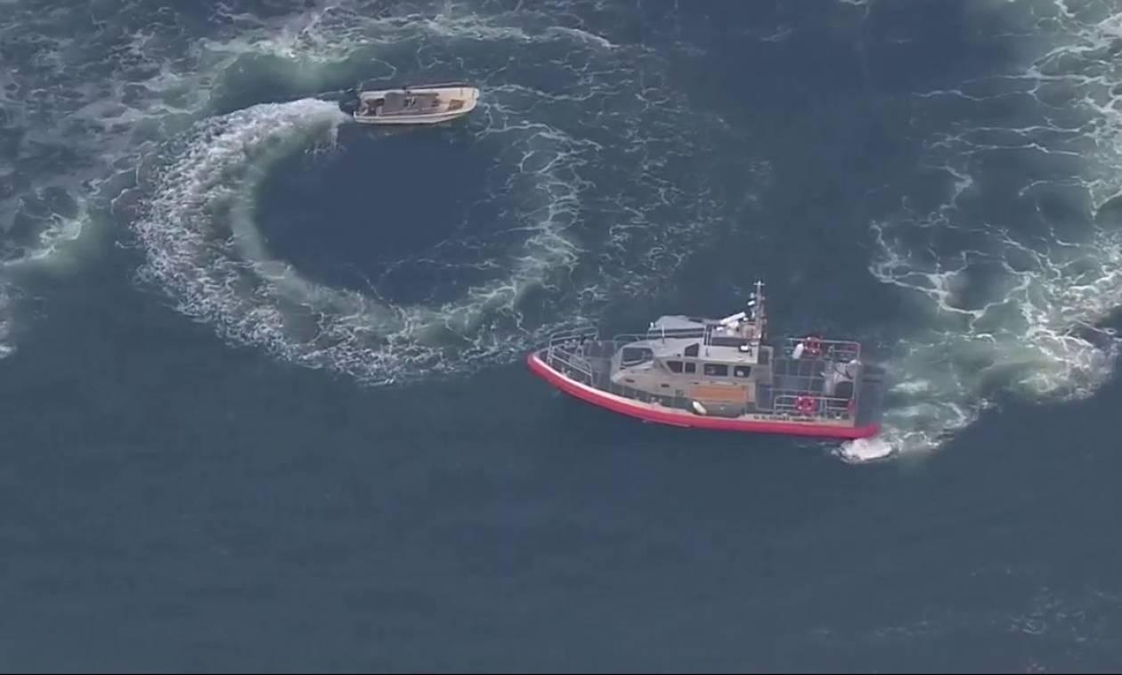 Σκάφος έφερνε σβούρες στη θάλασσα - Το σταμάτησε το Λιμενικό (vid)