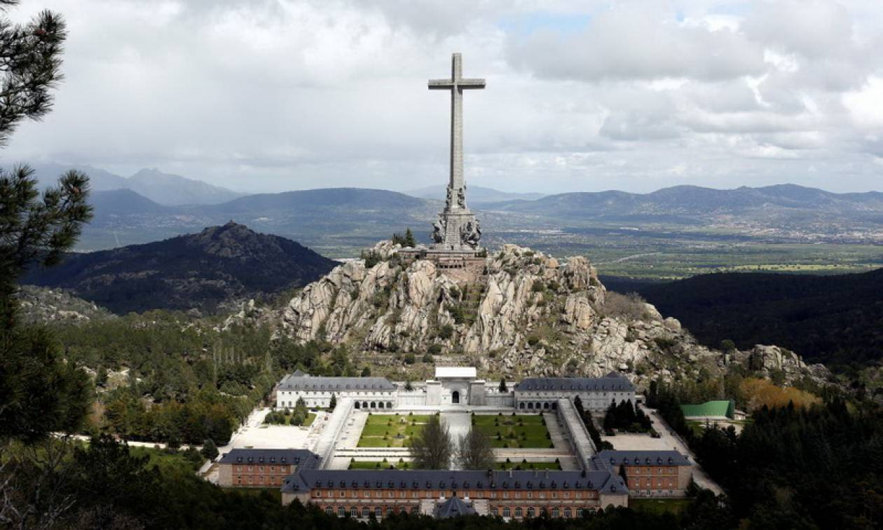 Ισπανία: Η οικογένεια του Φράνκο θα παραλάβει τη σορό του μετά την εκταφή της