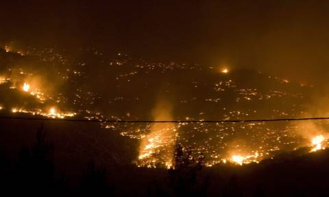 Φωτιά Εύβοια: Υπό μερικό έλεγχο η πυρκαγιά στην περιοχή Σταυρός