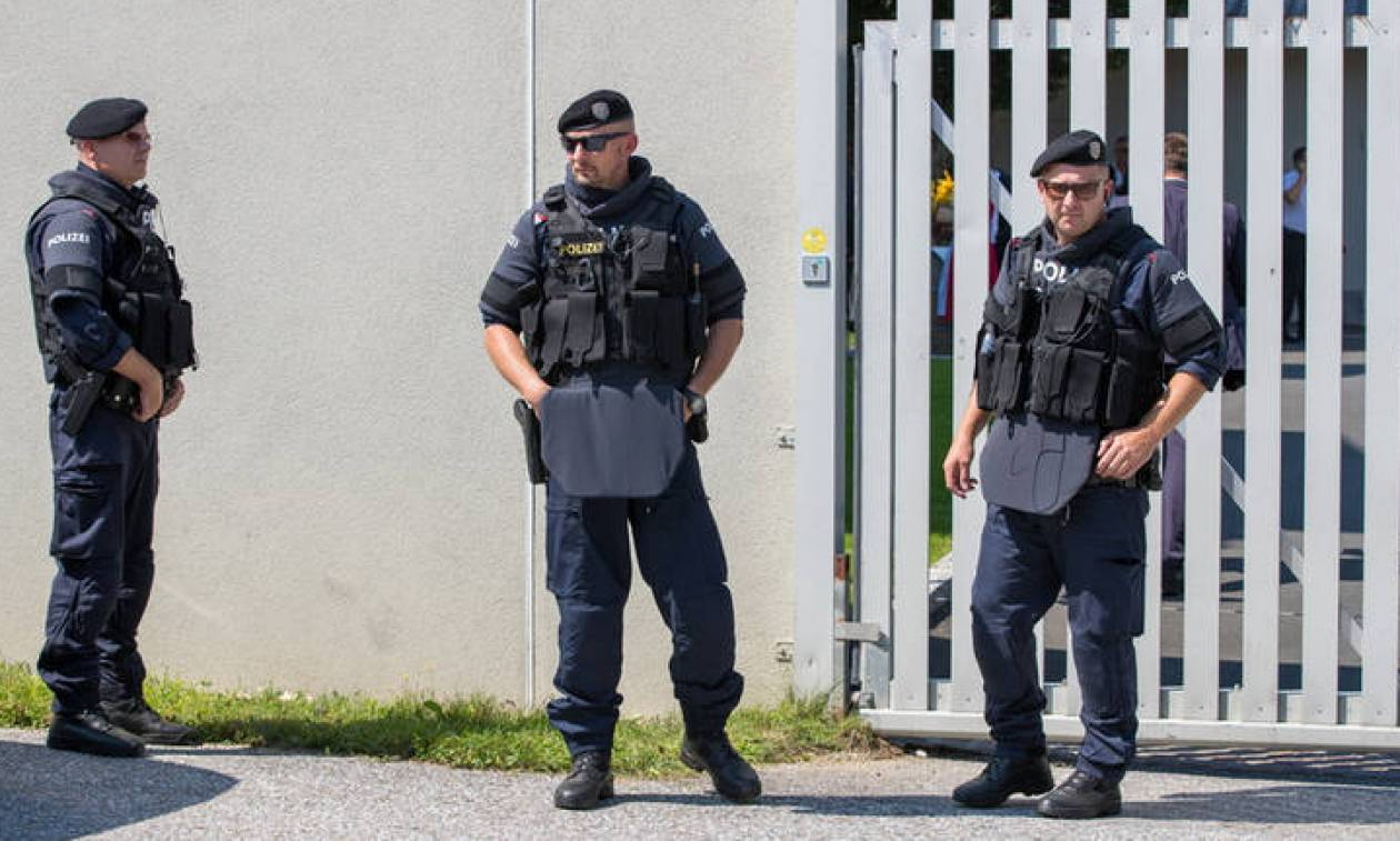 Spiegel: Αμερικανοί νεοναζί επιχειρούν να διεισδύσουν στη Γερμανία