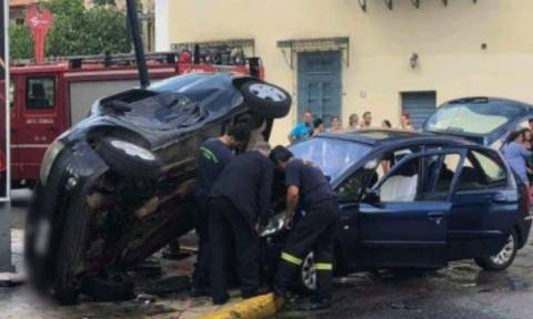 Καλαμάτα: Σφοδρή σύγκρουση οχημάτων στο κέντρο