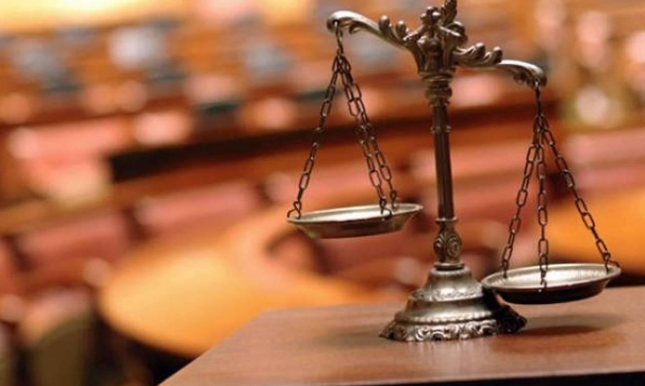 Ένωση Δικαστών προς πολιτικούς: Ο Φλώρος αποφυλακίστηκε με δικό σας νόμο