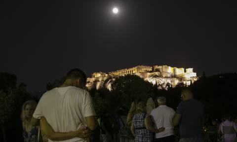 Πανσέληνος Αυγούστου 2018: «Μάγεψε» το πιο όμορφο φεγγάρι της χρονιάς (pics)