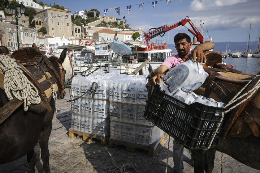 Σκηνές χάους στην Ύδρα: Χωρίς ρεύμα και νερό για δεύτερο 24ωρο