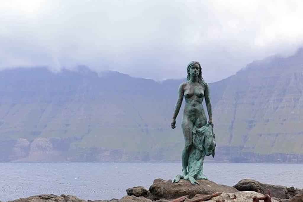 Ποια ήταν η θρυλική «γυναίκα – φώκια» που καταράστηκε τους ψαράδες (Pics+Vid)
