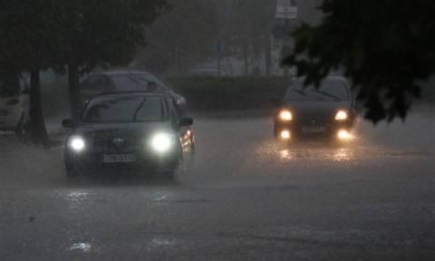Καταιγίδα σάρωσε την Πάτρα: Πλημμύρες στην πόλη - Καραμπόλες με τραυματίες στην Ακτή Δυμαίων