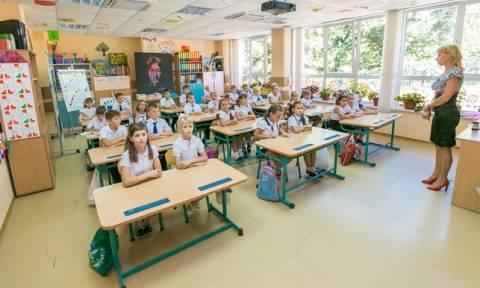 Сборы детей в школу вызвали финансовые затруднения у половины россиян