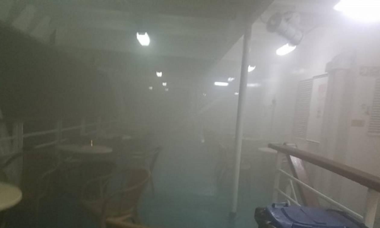 «Ελευθέριος Βενιζέλος»: Φλέγεται ακόμα το πλοίο – Πυκνοί καπνοί βγαίνουν από το γκαράζ (vid)