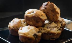 Υπέροχη συνταγή: Αλμυρά muffins με μανιτάρια και σύκο