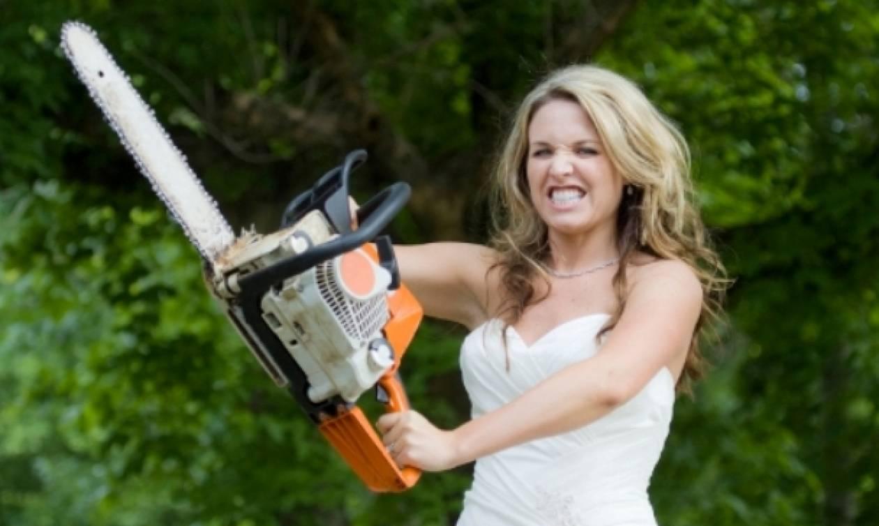 Εφιάλτης για νύφη: «Πάγωσε» όταν είδε την πεθερά της να κάνει κάτι... αδιανόητο με το νυφικό της!