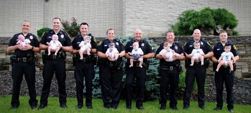 Αυτό είναι το πιο «καρπερό» αστυνομικό τμήμα - 8 υπάλληλοι έγιναν γονείς σε ένα χρόνο