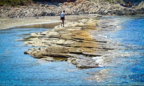 Παραλία Γιαλισκάρι στην Κέρκυρα: Το συγκλονιστικό τοπίο που μαγεύει τους τουρίστες (pics)