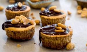Η συνταγή της ημέρας: Ατομικά cheesecake με φυστικοβούτυρο