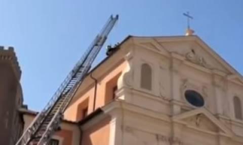 Πανικός στη Ρώμη: Κατέρρευσε η οροφή ιστορικής εκκλησίας (vid)