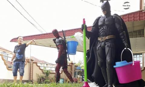 Μας δουλεύει ο τύπος; Έκανε σκλάβους τους Avengers! (pics)