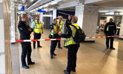 Επίθεση με μαχαίρι στο Άμστερνταμ: Δύο οι τραυματίες - Η αστυνομία πυροβόλησε τον δράστη (vid)