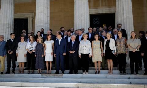 Γιατί λείπει από την οικογενειακή φωτογραφία του νέου υπουργικού η Νοτοπούλου;