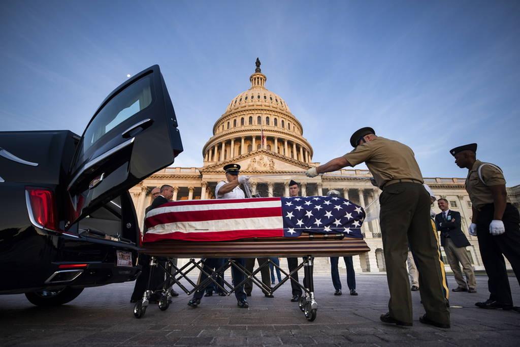 ΗΠΑ: Το «ύστατο χαίρε» στον γερουσιαστή Τζον Μακέιν (pics+vid)