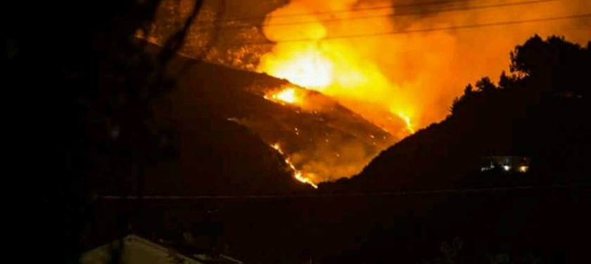 Μεγάλη φωτιά ΤΩΡΑ στο χωριό Αργάσι στη Ζάκυνθο