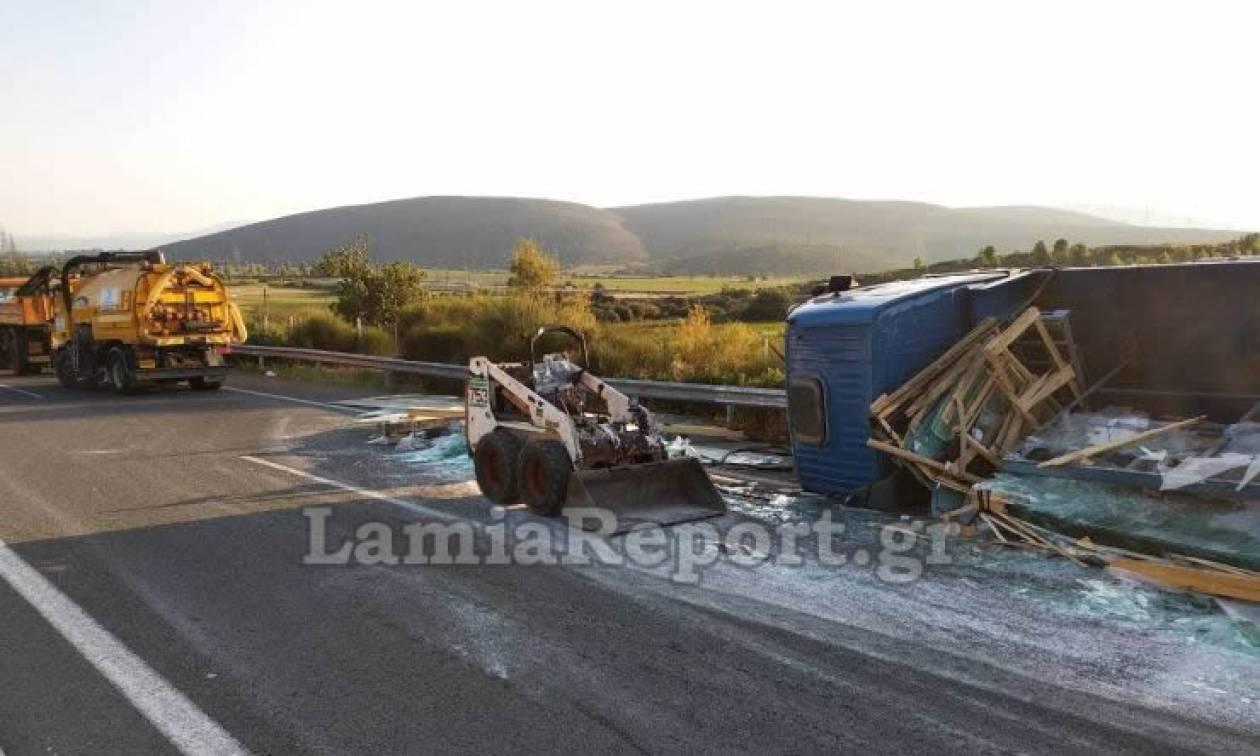 Σοκαριστικές εικόνες από το τροχαίο στην Αθηνών - Λαμίας: Απίστευτη ταλαιπωρία για τους οδηγούς