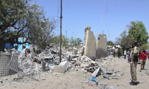 Σομαλία: Έξι νεκροί από επίθεση καμικάζι σε κυβερνητικά γραφεία (vid)