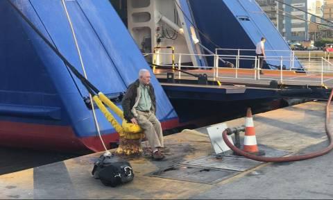 Απεργία ΠΝΟ: Προσοχή! «Νεκρά» τα λιμάνια - Δεμένα για 24 ώρες όλα τα πλοία (pics-vids)