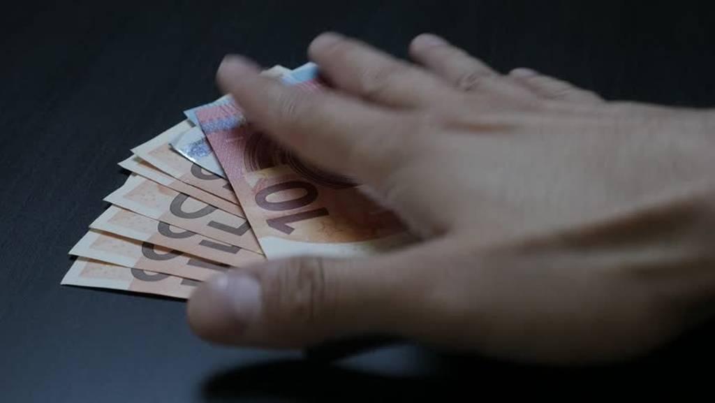Χρέη προς το Δημόσιο: Τι πρέπει να κάνετε για να γλιτώσετε τις κατασχέσεις