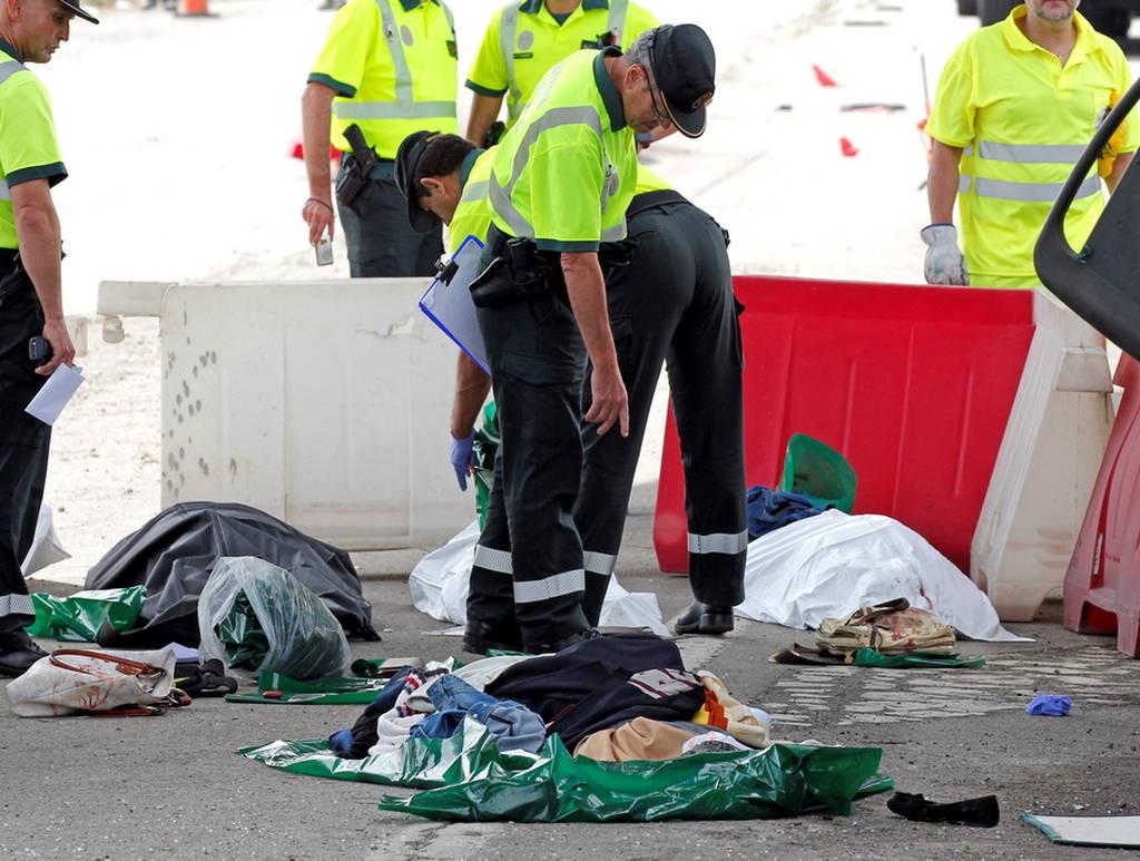 Φρικτό τροχαίο στην Ισπανία: Λεωφορείο καρφώθηκε σε τσιμεντένια κολόνα - Πέντε νεκροί (pics+vid)