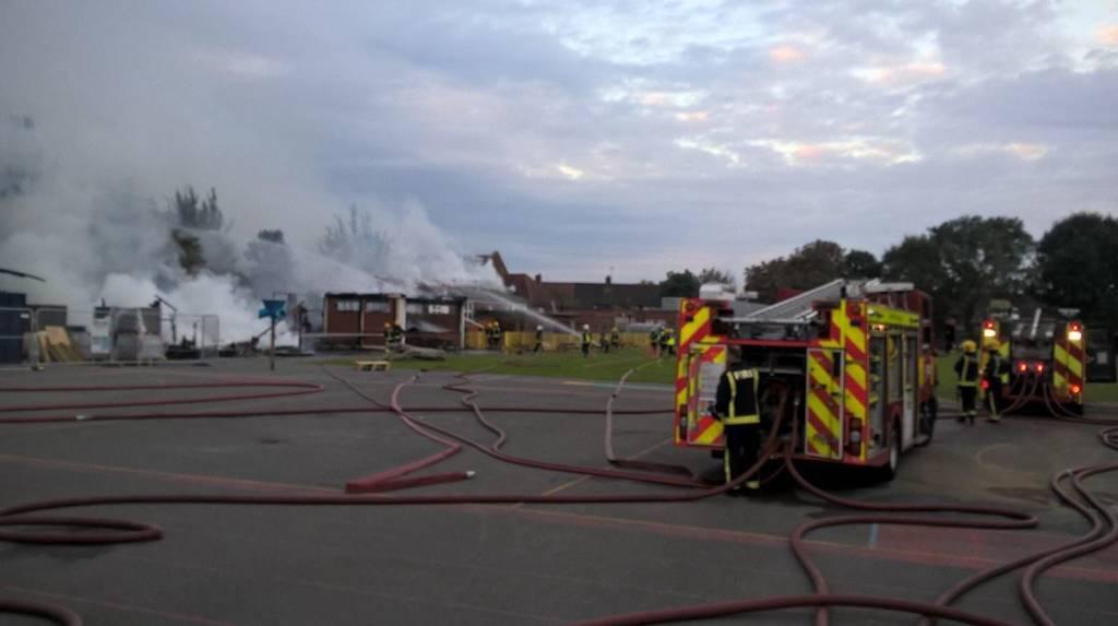 ΕΚΤΑΚΤΟ: Μεγάλη φωτιά ΤΩΡΑ σε δημοτικό σχολείο στο Λονδίνο